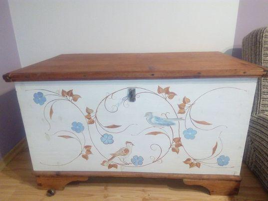 Prowansalska skrzynia na pościel malowana