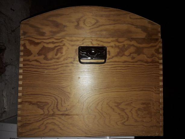 Duża drewniana skrzynia kufer