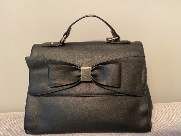 Torebka damska czarna klasyczna, kuferek ALDO