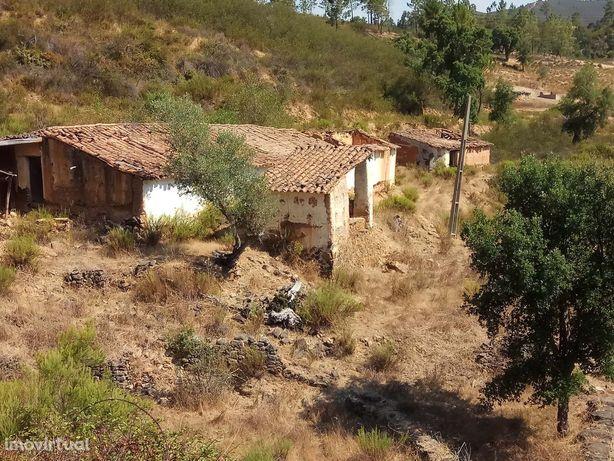 Ruina com terreno em Monchique