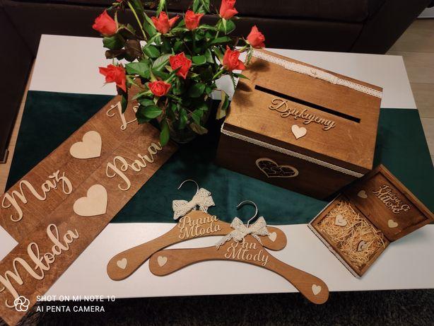 Zestaw ślubny Pudełko na koperty i obrączki, wieszaki, tablicę .
