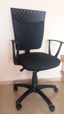 Fotel obrotowy regulowany