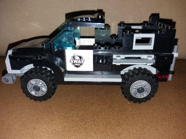 Лего машинка.