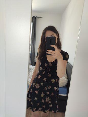 Krótka sukienka z kwiatami