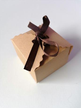 Pudełeczka na prezenty dla gości, kolor biały z brązową wstążką