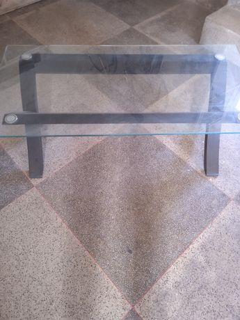Mesa de centro com tampo em vidro