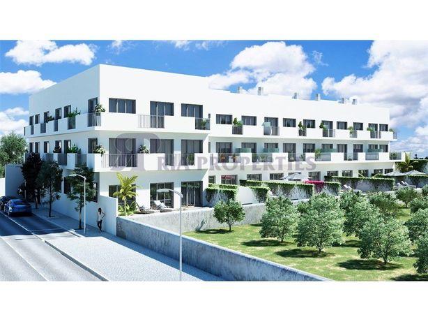 Apartamento T3+1 com um fabuloso jardim e piscina em Tavira!