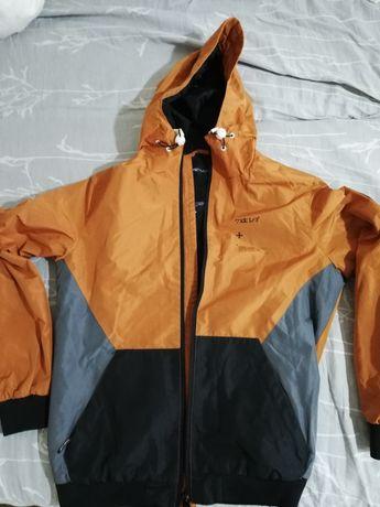 Продам демисезонную стильную куртку размер М