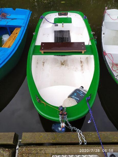 łódka wędkarska.