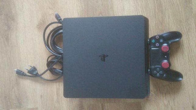 PS4 Slim 500 GB.