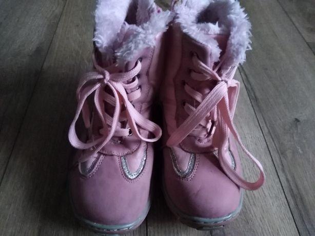 Buty zimowe, śniegowce, kozaki.