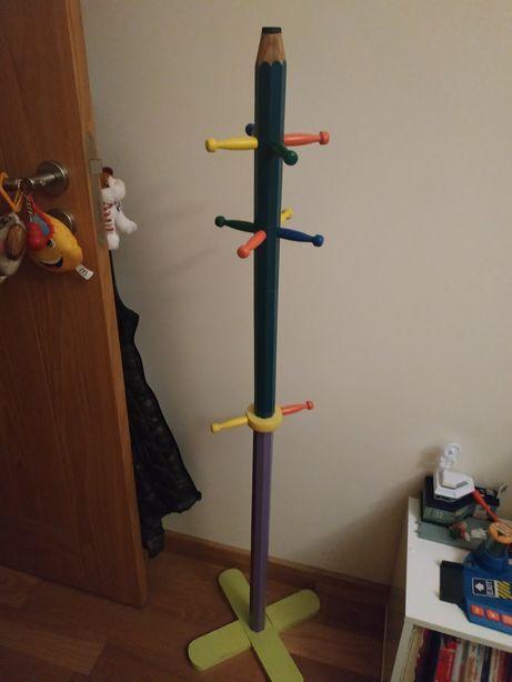 Cabide de pé para criança em forma de lápis