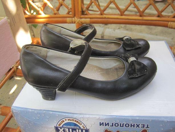 Туфли на девочку размер 32 или 33