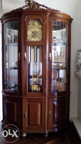 Movel vitrine antigo com relogio