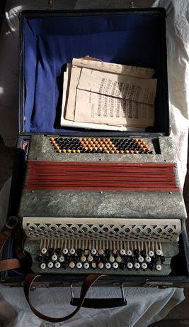 """Продам баян, гармошку, аккордеон """"волна"""" требующие ремонта"""