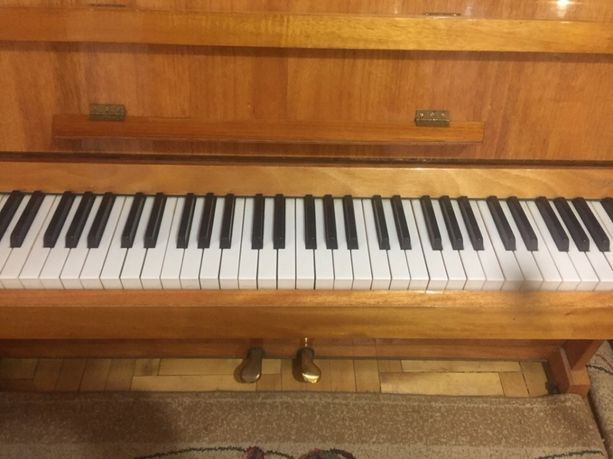 Продається фортепіано Україна(Чернігів)