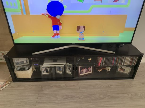 Estante/móvel de TV com portas de vidro