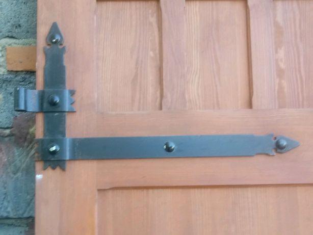Piękne stylowe drzwi drewniane
