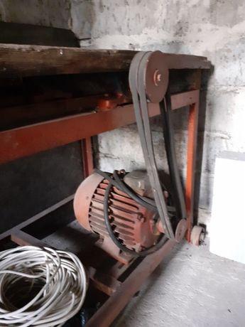 Krajzega / piła stołowa do cięcia drewna z silnikiem 5kW