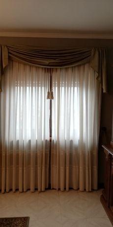 Conjunto 2 cortinados em bom estado
