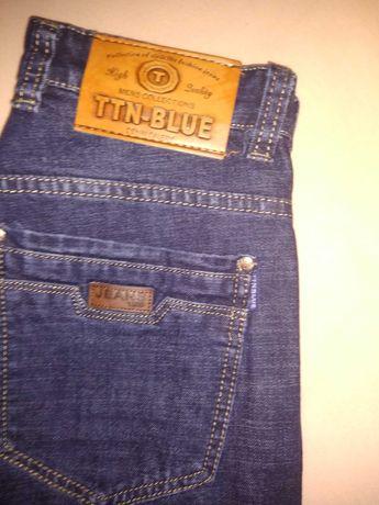 Nowe spodnie dżinsowe.