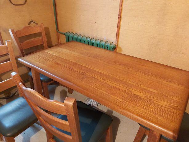 Stół dębowy i cztery krzesła