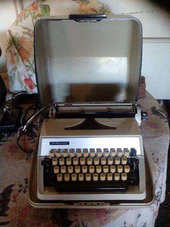 Máquina de escrever Adeler