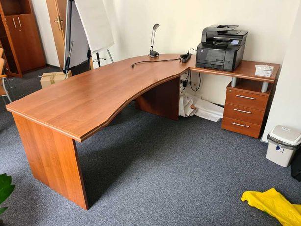 Biurko gabinetowe złożone z dwóch części