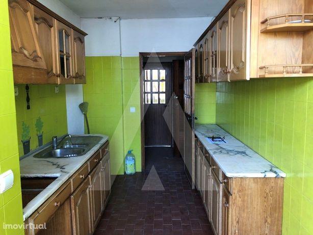 Apartamento T3 em Azurva, com aproveitamento de sótão