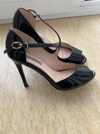 Туфли лаковые на шпильке