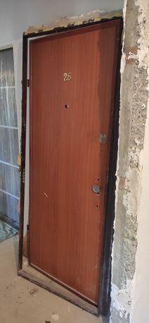 Входная дверь металлическая 790*1990
