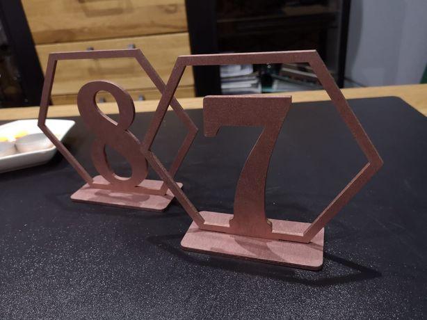 Cena za komplet Numerki na stół 1-8 geometryczne