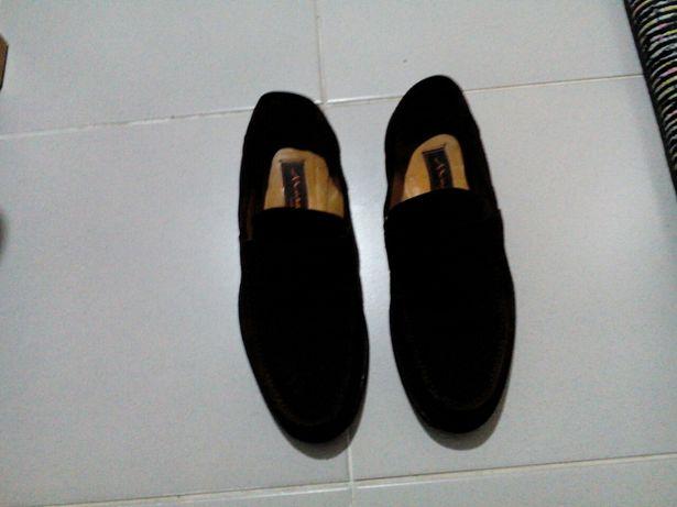 Sapatos de pala em camurça castanha escura nº39