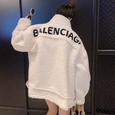 Piękny kożuszek Balenciaga !