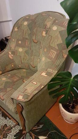 Мягкий куток з кріслом у вітальню .