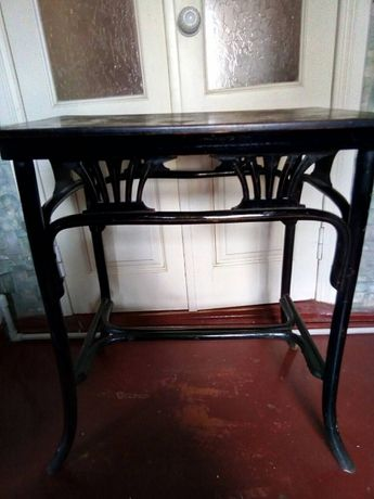 деревянный столик