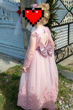 Продам  плаття в ідеальному стані одягнули 1 раз на весілля)