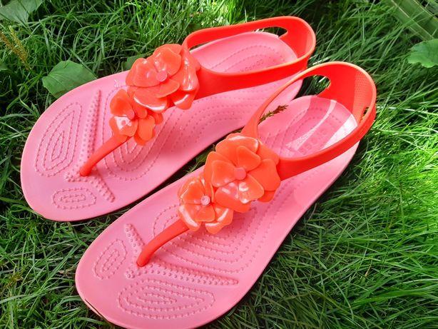 Crocs женские сандалии
