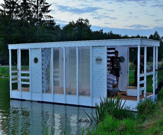 Platforma pływająca, houseboat, domek na wodzie, pływający domek
