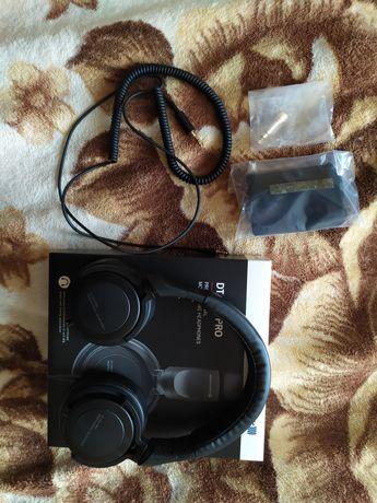 Навушники Beyerdynamic DT 240 Pro