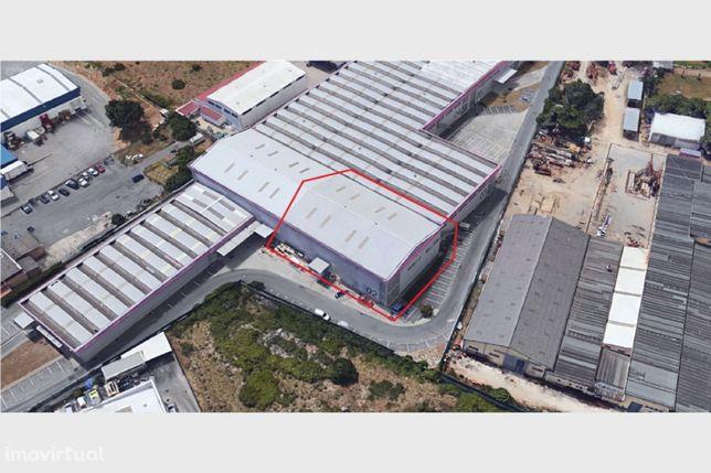 Armazém Localizado na zona industrial da Abrunheira, Sintra