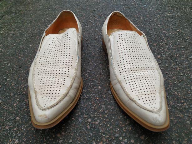 Белые кожаные туфли Tervolina