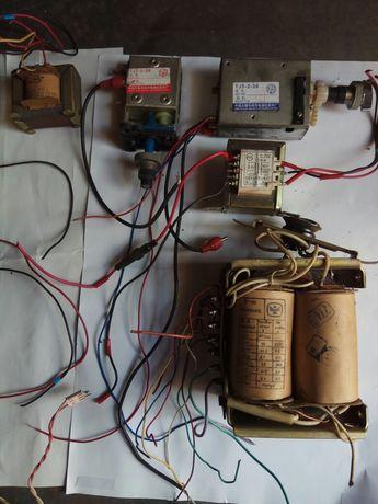 Динамики, резисторы,  мини трансформаторы, блоки