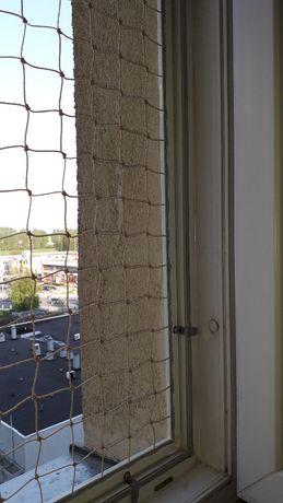 Montaż siatki na balkonie przeciw ptakom,wypadnięciu kotka.
