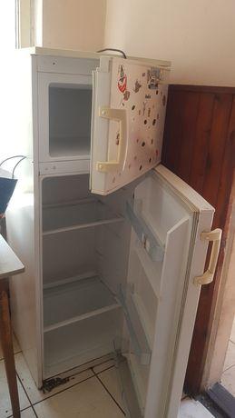 Sprzedam lodówkę, maszynka gazowe, meble kuchenne, łózko i regal