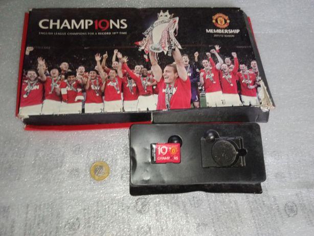 Przypinka Manchester United F.C. - upamiętniająca 19 mistrzostwo