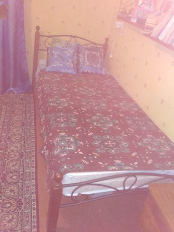 Продам кровать металлическую с матрацем