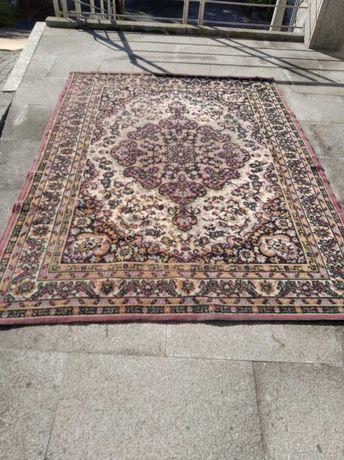 Carpete Rosa 2,07 mt x 1,53 mt