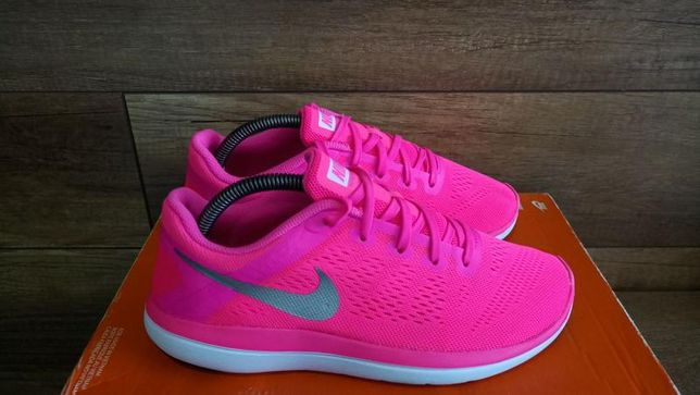супер яркие женские кроссовки Nike размер 38-38,5