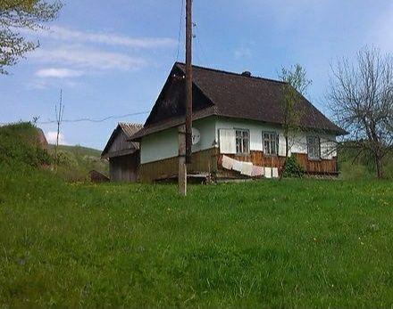 Будинок у с. Середній Березів